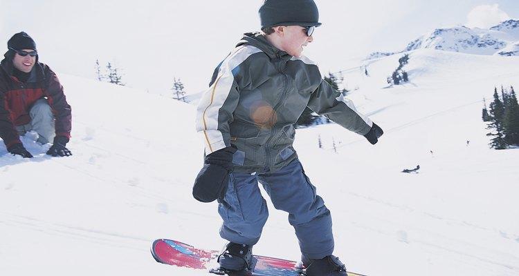 Lleva a tus hijos a hacer sus pininos en Four Lakes Alpine Snowsports.