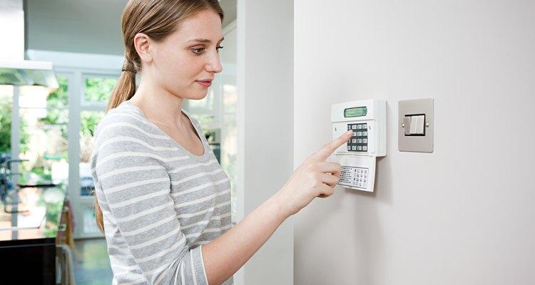 Aprende a programar tu alarma residencial ADT.