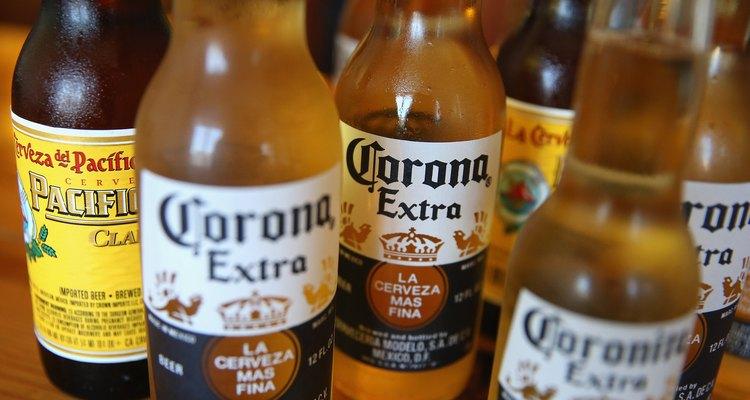 A Anheuser-Busch produz a cerveja Corona