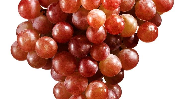 Muchas frutas y verduras contienen resveratrol.