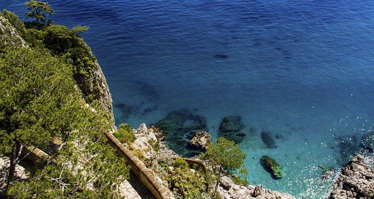 Las calas solitarias son un atractivo de la isla de Capri.