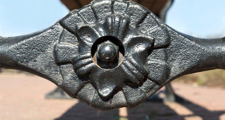 """Adesivos de """"solda líquida"""" ajudam a restaurar permanentemente os objetos de ferro fundido"""