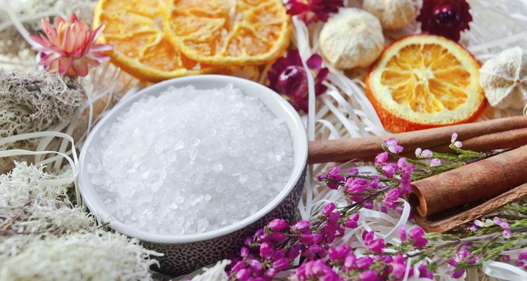 Use sal de frutas para fazer uma máscara facial