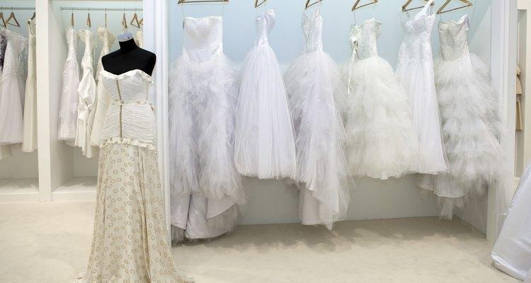 O chiffon e a organza são dois tecidos populares para vestidos de noiva