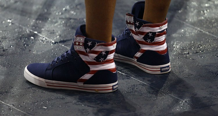 Supra es un fabricante de zapatos que diseña calzado de hombre.