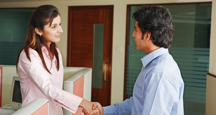 Sigue estos consejos para hacer una buena impresión cuando termine la entrevista de trabajo.