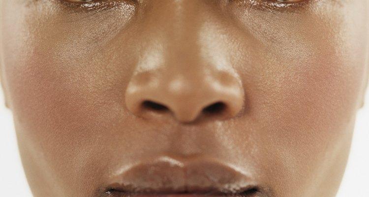 Experimente olhos cintilantes e lábios brilhantes