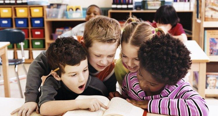 Leer libros alienta el desarrollo del lenguaje.