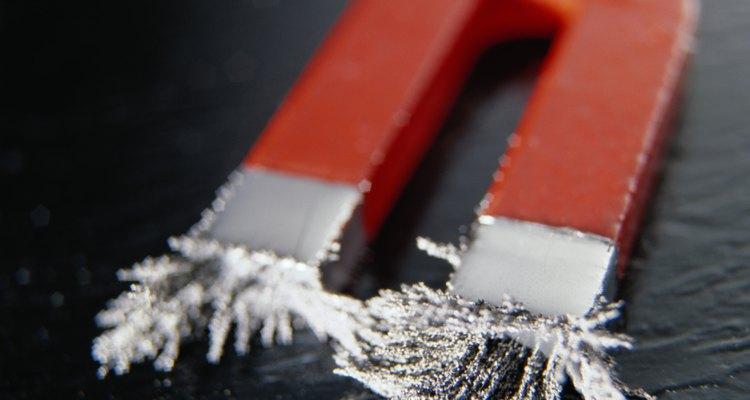 Limalhas de ferro são uma maneira conveniente de se testar o magnetismo