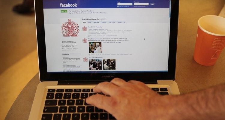 Publique na linha do tempo do Facebook de alguém para manter contato