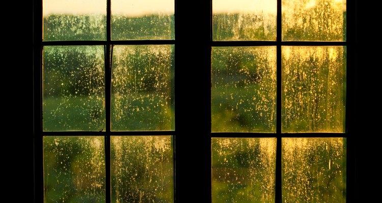 O acrílico é geralmente usado em janelas por ser à prova de estilhaços