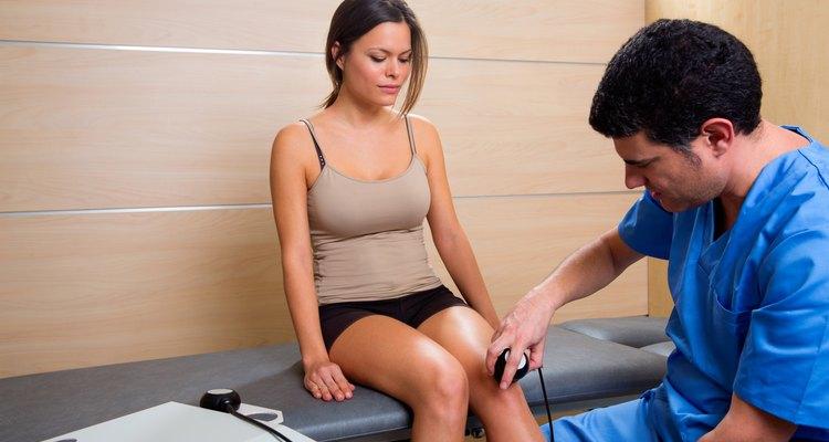 Los fisioterapeutas diagnostican y tratan a los pacientes que sufren afecciones médicas que resultan en una disminución del movimiento.