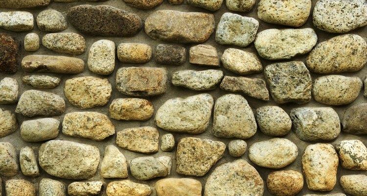Las columnas de piedra autosostenidas se construyen sin argamasa.