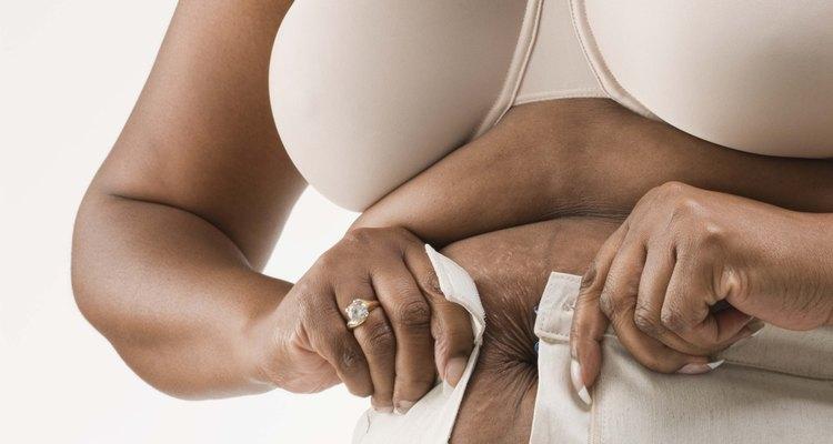 Las lonjas pueden hacer que abrocharte el pantalón sea una tarea difícil, pero puedes combatir la grasa rápidamente.