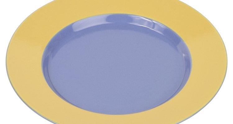 Recoge el líquido drenado en un plato plano.