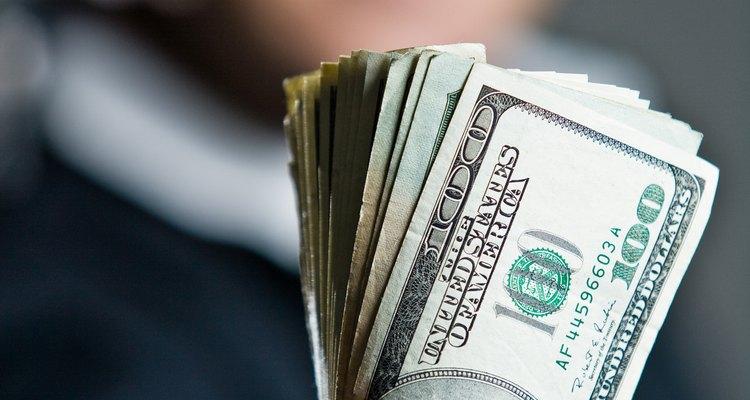 El empleo es un factor económico que influye en el área de las finanzas.