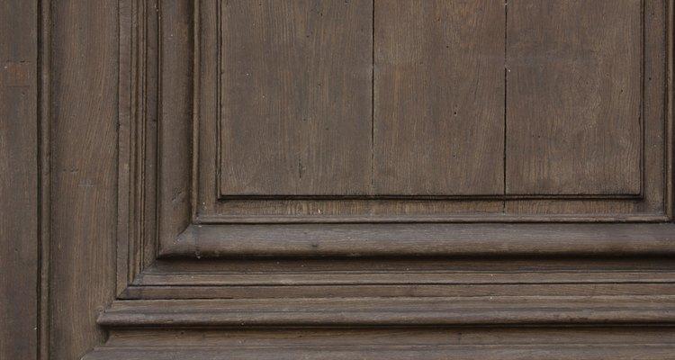 Antiguidades em madeira podem ser marcadas pelo uso de adesivos ou grampos