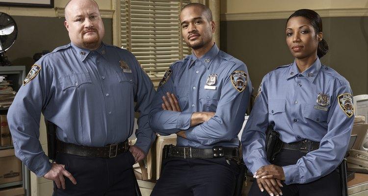 Hay diversos trabajos disponibles para un oficial de policía.