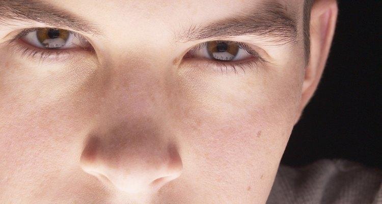 Aunque un adolescente parezca maduro, puede ser que tenga problemas para controlar sus emociones.