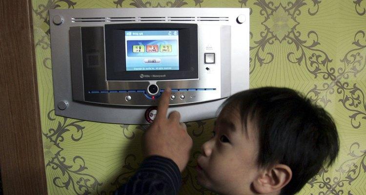 """Equipar digitalmente tu hogar y crear una """"casa inteligente"""", no es la ola del futuro; es la ola ahora."""