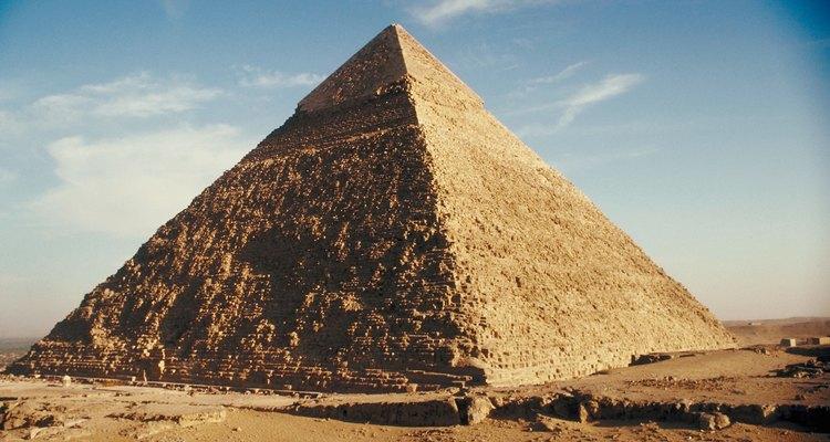 A pirâmide de calcário de Khafre em Gizé