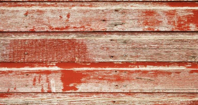 Decora tus muebles de madera para que se vean como desgastados pero elegantes.