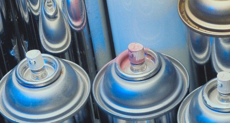 Conserte uma lata de aerossol quebrada reabrindo a passagem da válvula