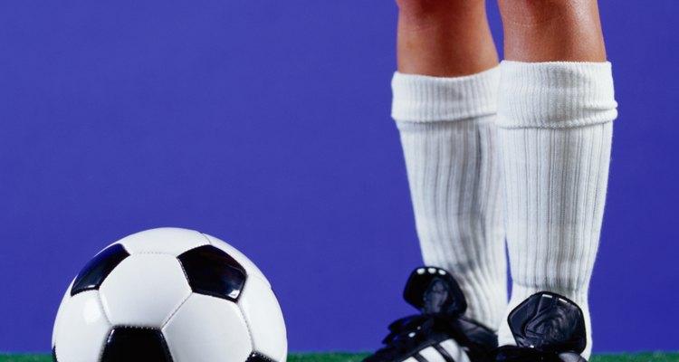 Lacear as chuteiras previne pés doloridos