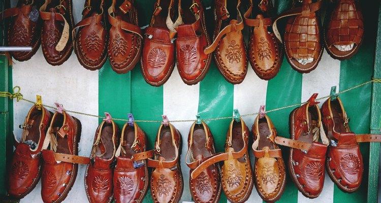 O couro endurecido é utilizado na fabricação de sapatos e casacos