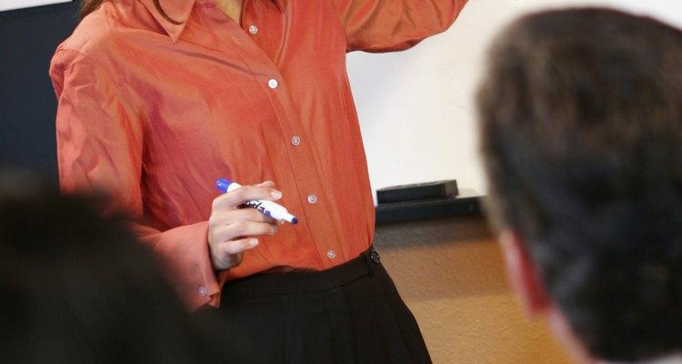 O PowerPoint é muitas vezes utilizado para fazer apresentações e tem estado disponível desde 1990