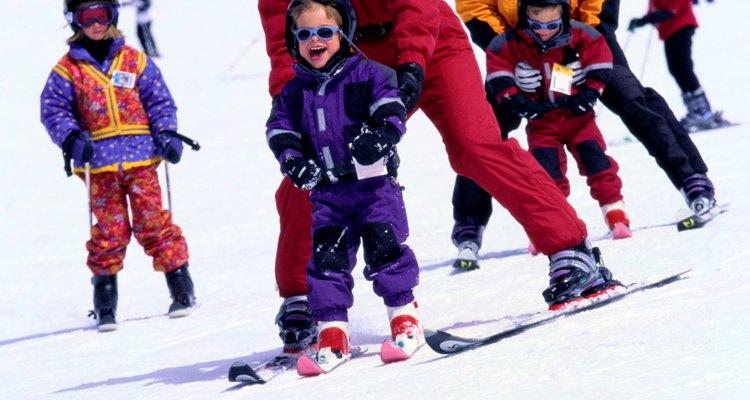 Por lo general, los niños aprenden a esquiar con rapidez.