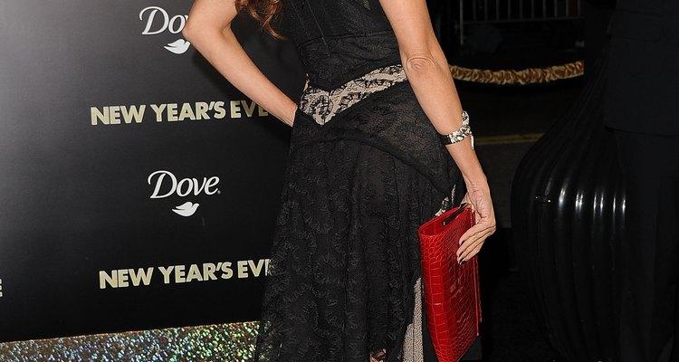 Un pequeño detalle femenino, como el encaje, le da glamour al LBD de Sophia Vergara