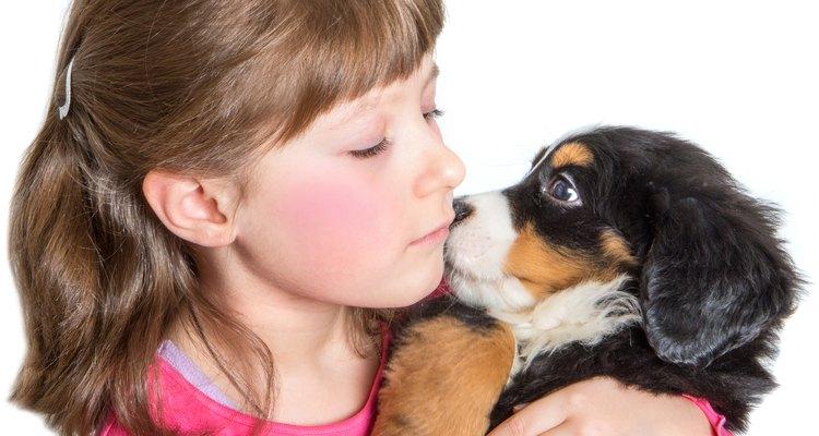 Niñas y cachorro