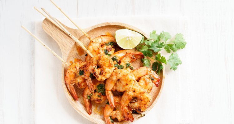 grilled shrimp kababs with sriracha and lime