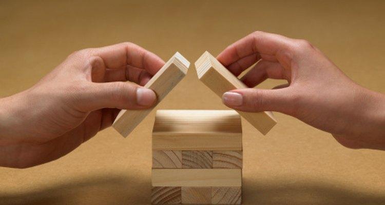 Modela cómo construir con bloques y cuéntalos juntos.