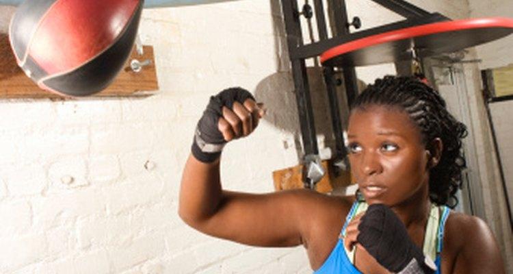 Algunos gimnasios tienen programas para adolescentes que involucran boxeo, danza o yoga.