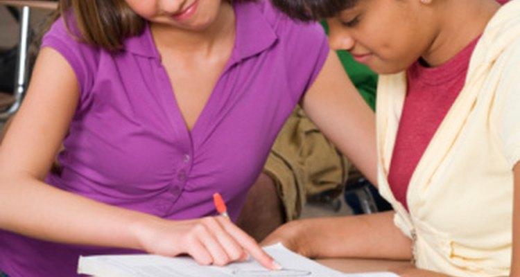 Valora alumnos de secundaria en una variedad de formas para producir una evaluación confiable de su rendimiento.