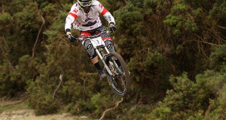 Las bicicletas de montaña de alta gama de doble suspensión cuentan con componentes de titanio.