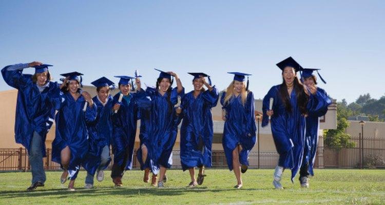 Antes de la graduación, ayuda a tu adolescente a establecer metas factibles.