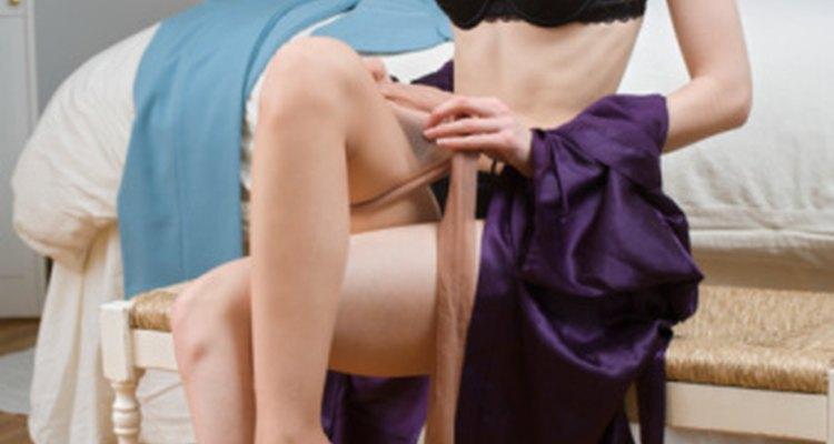 Muchas mujeres usan medias de tono natural o transparentes, que les dan la apariencia de no usar nada.