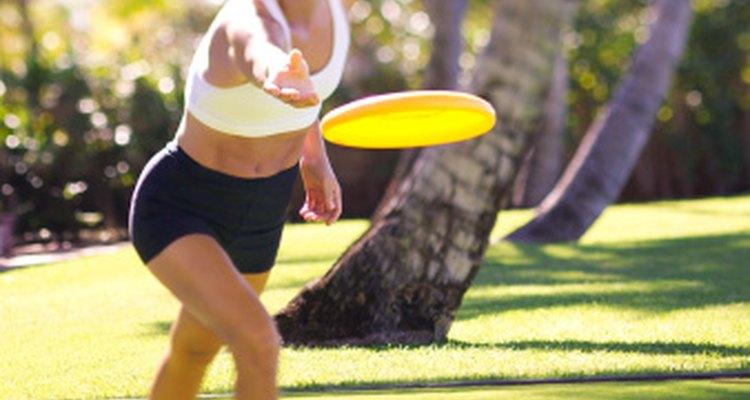 Llevar contigo un disco volador les dará muchas oportunidades para divertirse durante su viaje de campamento.