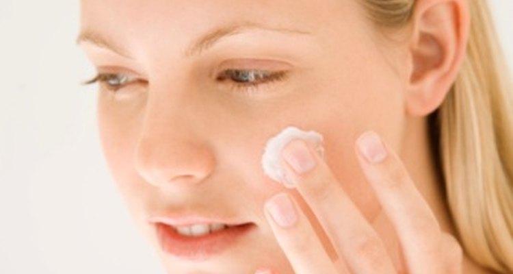 La manteca de cacao hidrata tu piel, pero no existe evidencia de que elimine las manchas.