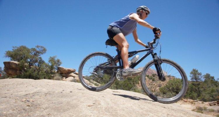 Para un fácil pedaleo escoge una bici de montaña de aleación.