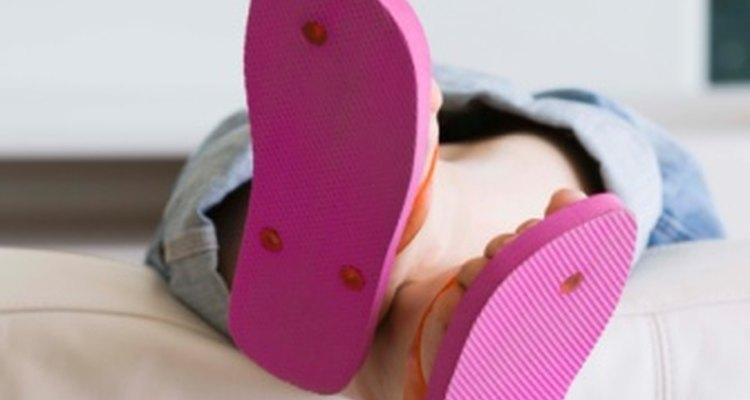 Los zapatos abiertos del talón pueden contribuir a los pies secos y con picazón.