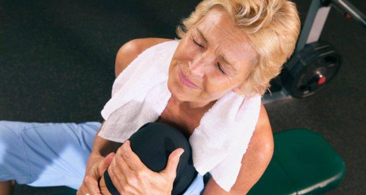 La artritis es una causa común de dolor de rodilla e hinchazón.