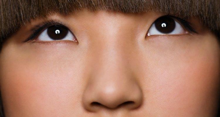La piel seca y escamosa que aparece alrededor de la nariz y en las comisuras de los labios puede estar relacionada con una deficiencia vitamínica.
