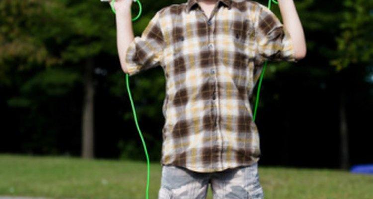 Saltar la cuerda desarrolla la salud del corazón y la coordinación.