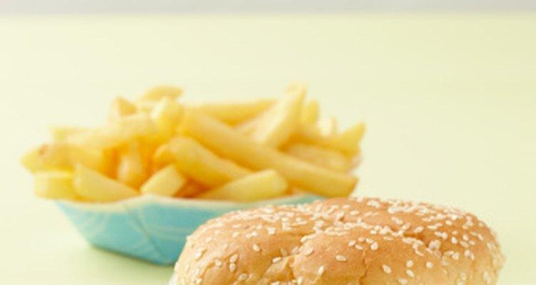 Ciertas condiciones hacen difícil para tu cuerpo digerir comidas altas en grasas, resultando en diarrea.