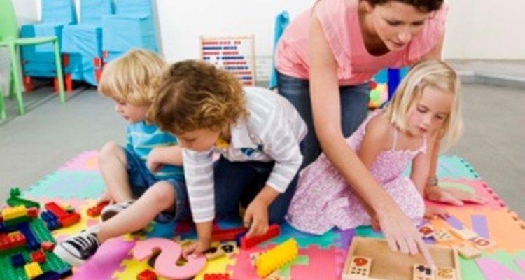 Los juegos de lenguaje pueden ayudar a preparar a tu hijo para el kindergarden y darle las herramientas necesarias para sentirse más confiado con sus habilidades lingüísticas.