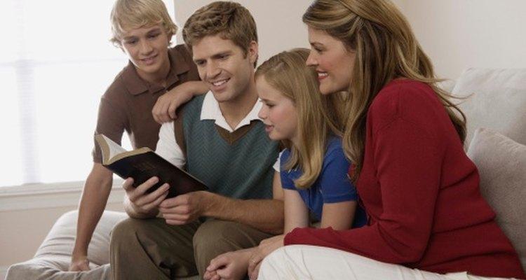 Los juegos de preguntas de la Biblia pueden ser una actividad divertida para la familia.